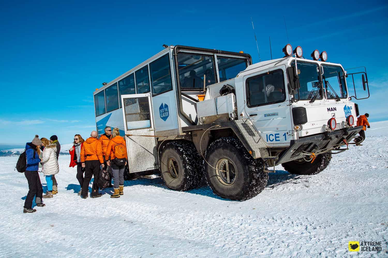 Este camión MAN 8×8 es el encargado de llevarte al glacial Langjökull
