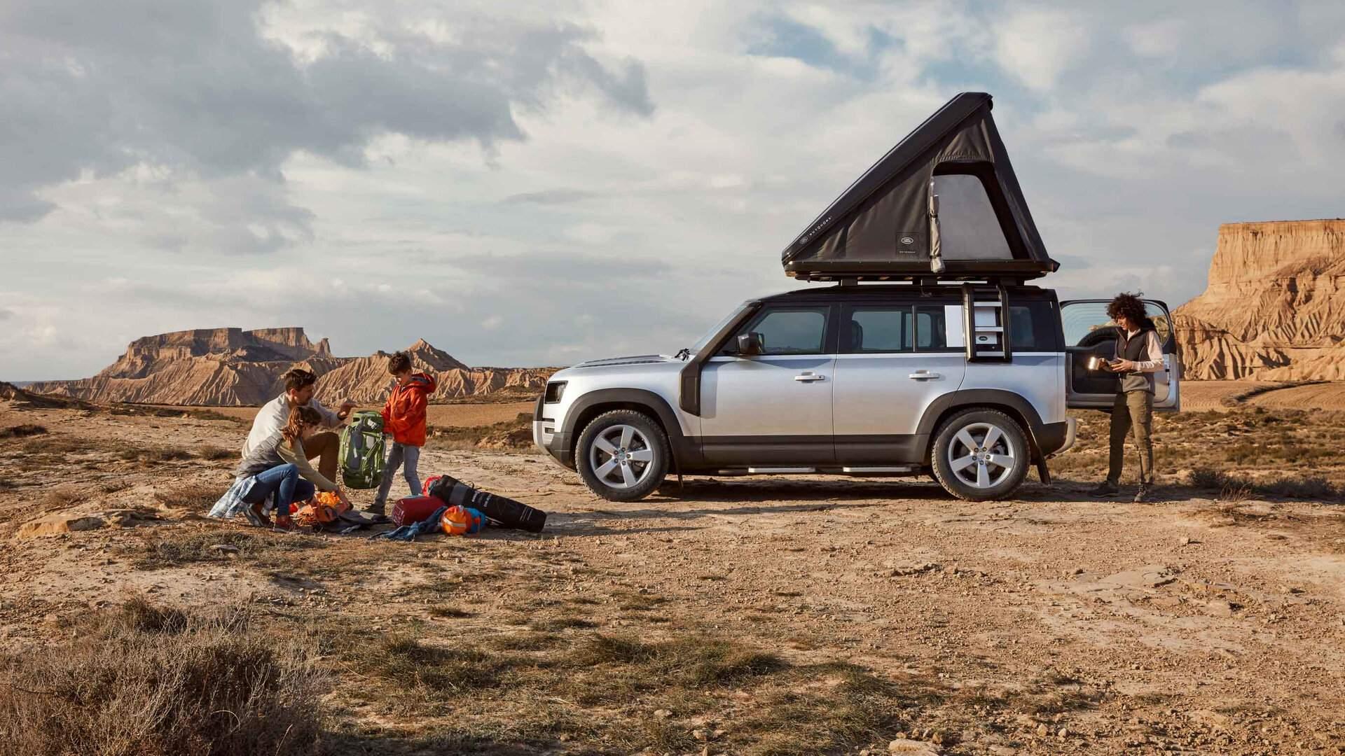 El Land Rover Defender 110 ya tiene tienda de techo a medida