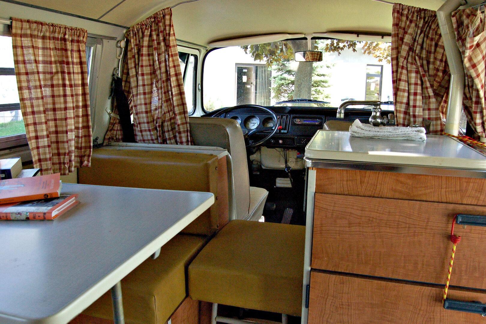 Volkswagen T2 Westfalia interior