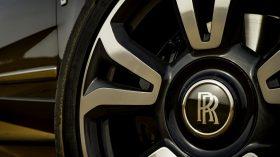 Rolls Royce Cullinan en desierto 03