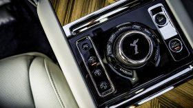 Rolls Royce Cullinan en desierto 05