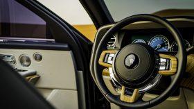 Rolls Royce Cullinan en desierto 06