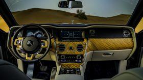 Rolls Royce Cullinan en desierto 07