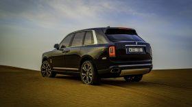 Rolls Royce Cullinan en desierto 08