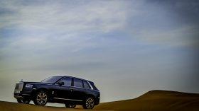 Rolls Royce Cullinan en desierto 10