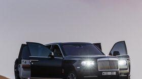 Rolls Royce Cullinan en desierto 15
