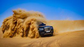 Rolls Royce Cullinan en desierto 30