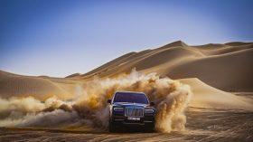 Rolls Royce Cullinan en desierto 32